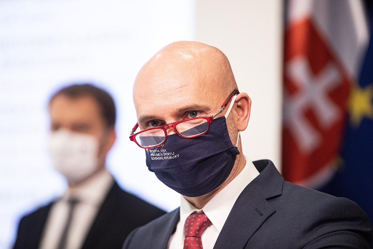 Minister školstva vyzval vedenie STU, aby začalo riešiť dianie na fakulte informatiky